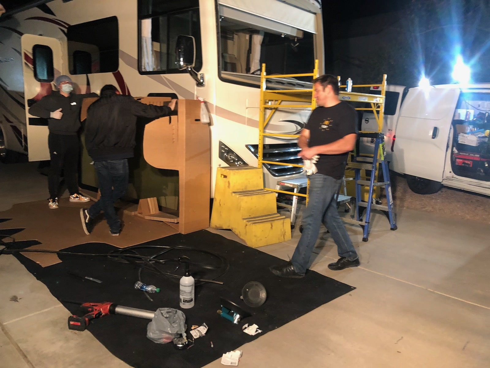 RV windshield repair and replacements